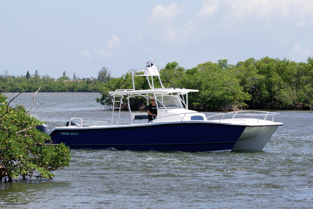 twinvee-power-catamarans-360-4.jpg