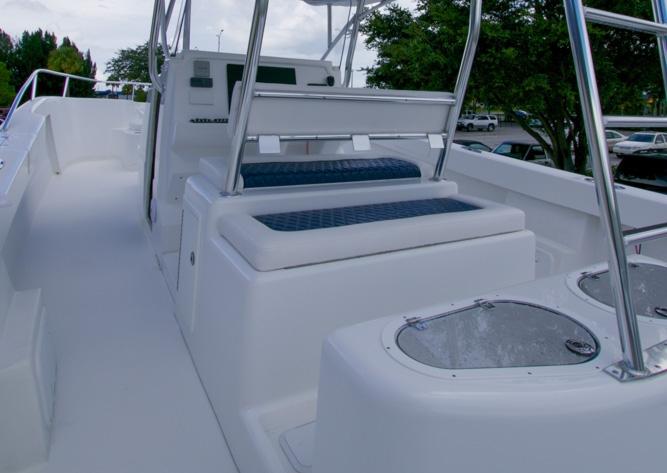 twinvee-power-catamarans-360-10.jpg