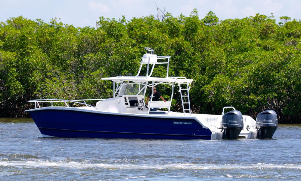 twinvee-power-catamarans-360-3.jpg