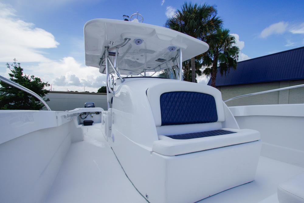 twinvee-power-catamarans-360-8.jpg
