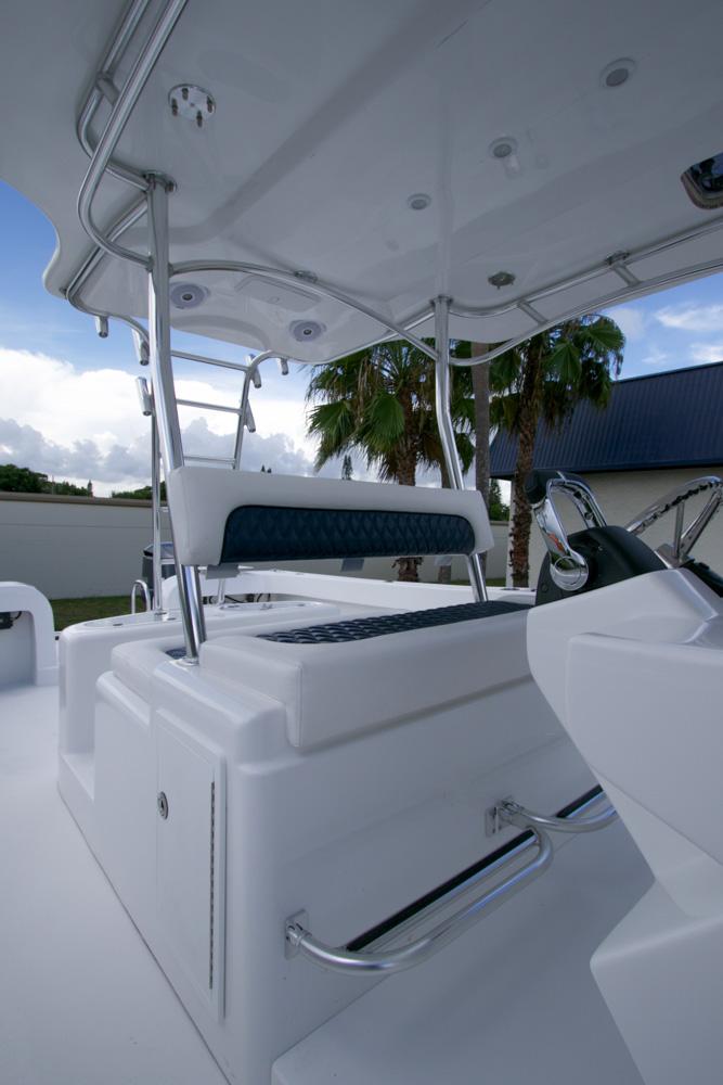 twinvee-power-catamarans-360-9.jpg