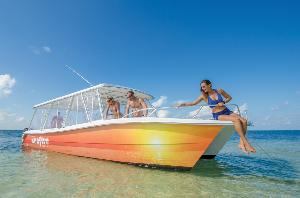 twinvee-power-catamarans-360-12.jpg