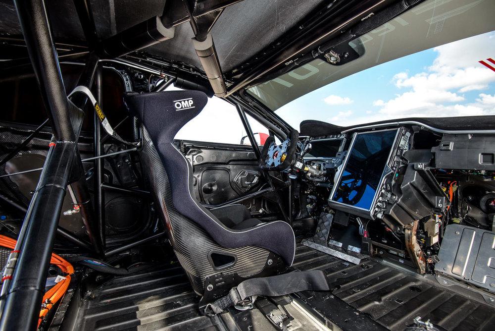 Cockpit Tesla EGT