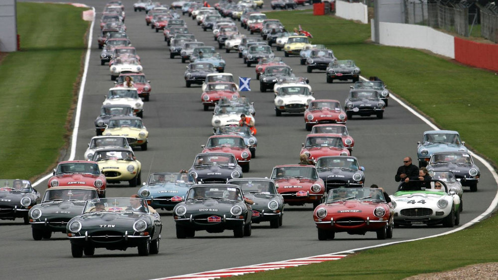 2011-259456-jaguar-e-types-at-silverstone-classic-15-8-20111.jpg