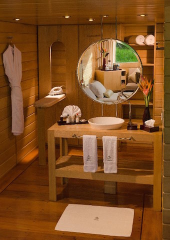 Delfin I: Suite Bathroom