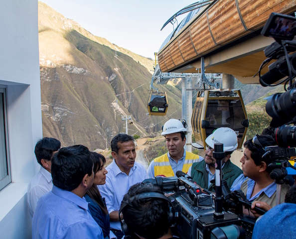 Kuelap Cable Car - President talks to workers.jpg