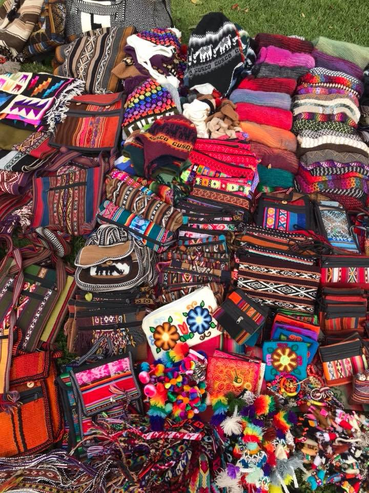 Browse around market in Ollantaytambo for a bit and did a bit of retail therapy 😅😅 An 'alpaca' jumper for Andy and some loud trousers 👖 and a scarf and a pair of warm and loud leggings for me too!