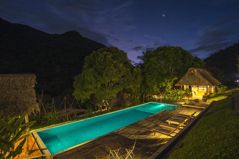 Pumarinri's pool at night.