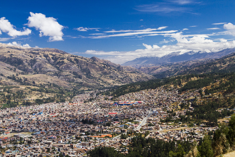 The city of Huaraz, surrounded by mountains.