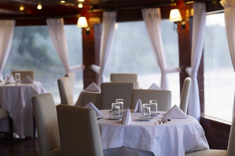 R&F Amazon Cruise: Dining Room