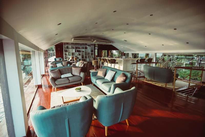 R&F Amazon Cruise: Lounge & Bar