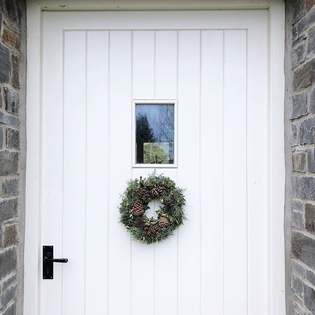 A very warm welcome! #kindlecuriosity #hyggehome #wearethemakers #newportpembs #acottage #daysofsmallthings #slowdownwithstills #westwales #pembrokeshirenationalpark #slowliving #smallmomentsofcalm #coastalstyle #foundforaged #interiordesign #myhousebeautiful #ihavethisthingwithtextiles #simpleystyleyourspace #designsponge #homewithrue #slowliving #currentdesignsituation #sodomino #coastalstyle #mountainview #awakethelight #holidaycottage #happy #holiday