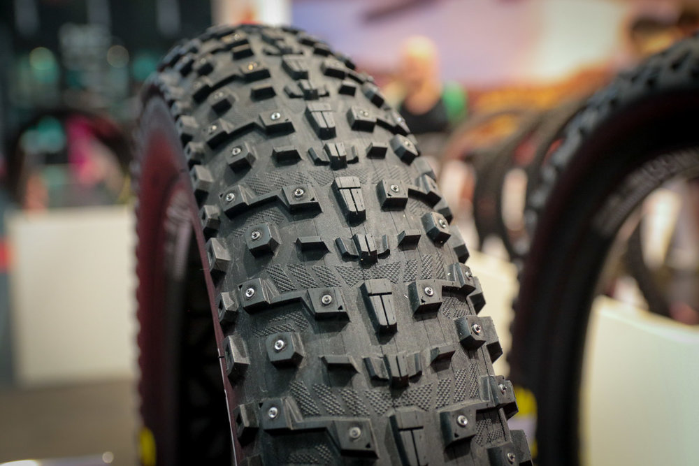 MAXXIS MOOSETRAK (studded winter tire)