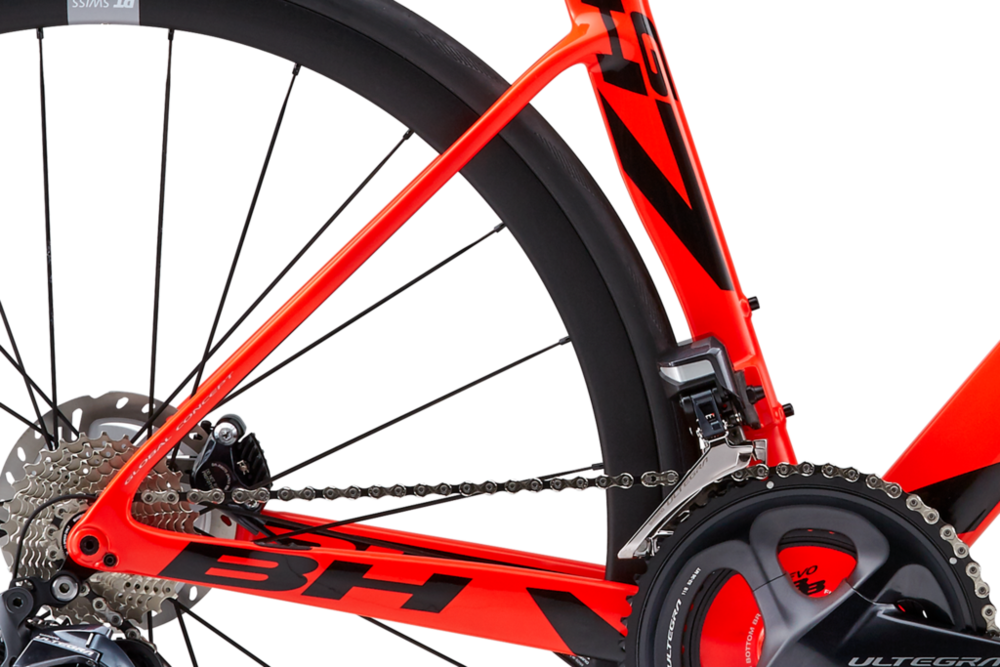 The rear triangle and fork have been fully redesigned to support the forces and tensions produced by the new anchoring of the disc brakes