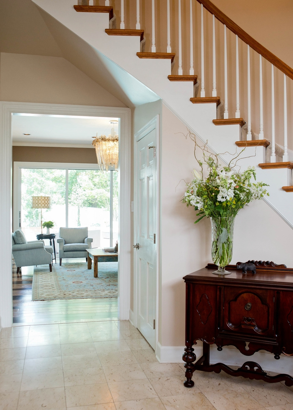 Beautiful classy entrance with curved stairs. Winchester, Virginia beautiful homes. Photo: Matthew Lofton