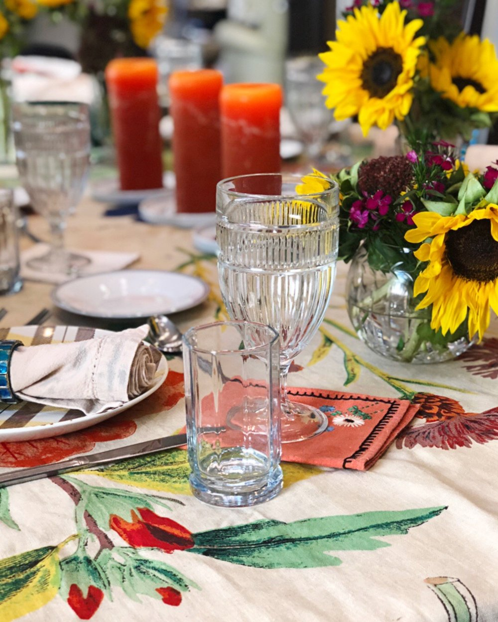 Designer tips on the perfect dinner party. Use fresh flowers to make your guests feel special. Mix and match your place settings to accommodate a large crowd. No matter what, have fun!