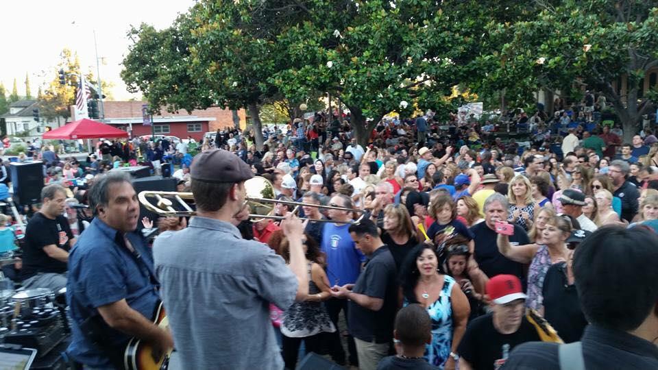 campbell crowd.jpg