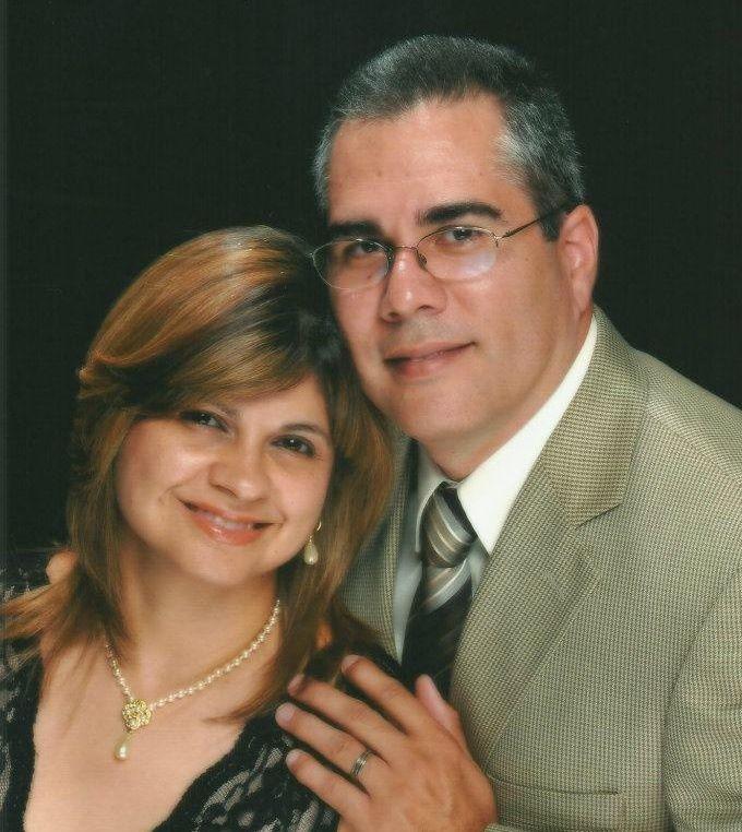 Pastor Roberto Quiñones y Irma Díaz