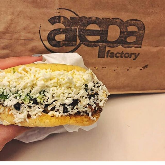 Freshly made corn arepas, ground beef, black beans, avocado, topped with mozzarella cheese. Dreams do come true 🙏🏼📷 @mealplanwithhan • • • #Mealplanwithhan #arepafactorynyc #arepafactory #arepafans #healthyeating #healthyfood #realfood #realfoodrealpeople #healthylifestyle #lunchtime #lunchideas #yummy #yum #noms #nycmealplan #nycfood #nycfoodie #nyceats #nycfoodporn #healthierme #healthierchoices #astorianyc #astoriaqueens