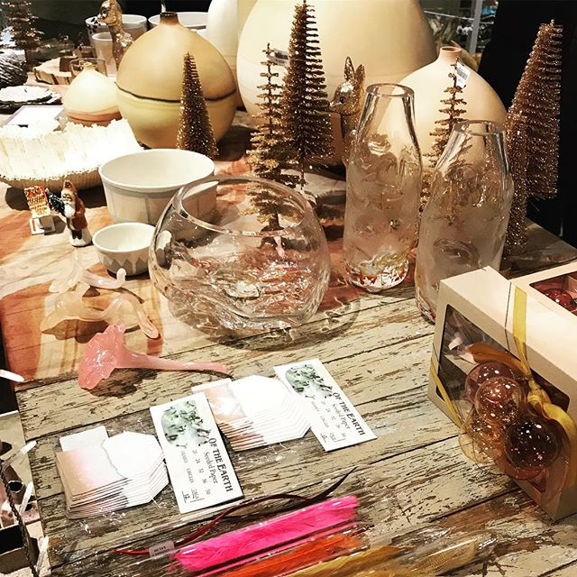 Always bringing the magic @abccarpetandhome #holidaze #ornamentcraze #allthebeautifulthings #inpursuit #magic #ajennisonontheweekend