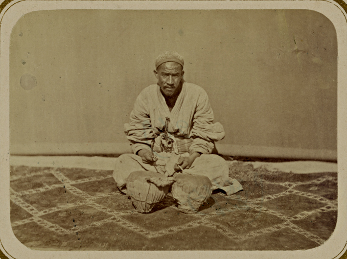 Musician, seated on Uzbek Julkhirs Samarqand The Turkestan Album 1871 - 1872 Library of Congress Photographer Unknown 1