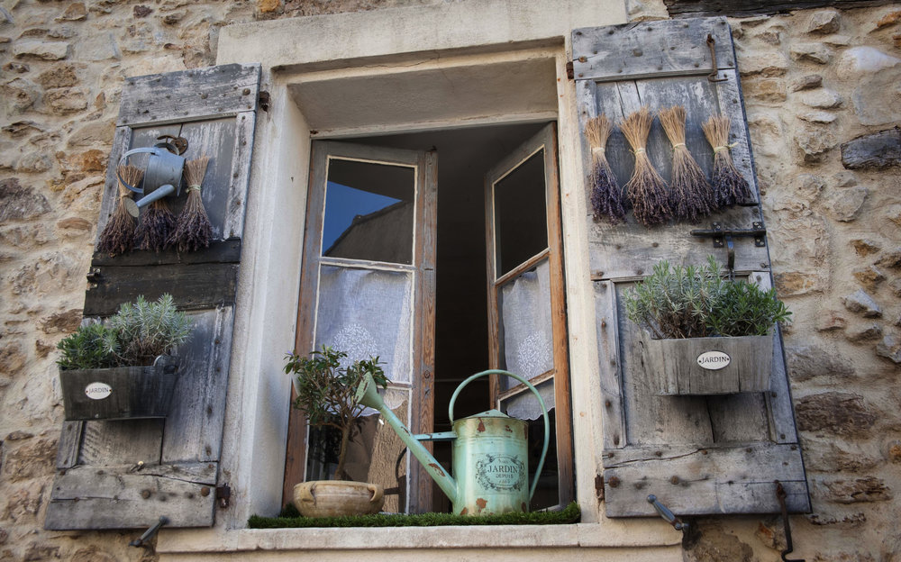 If all windows were created equal, we'd all have this set-up for our herbs. Direct sun, charming and extra room. Since most of us don't have this, try a window shelf for more space.