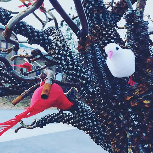 John Bander of #notoriousweld — beautiful welded tree sculpture next door all gussied up with birdies for winter.