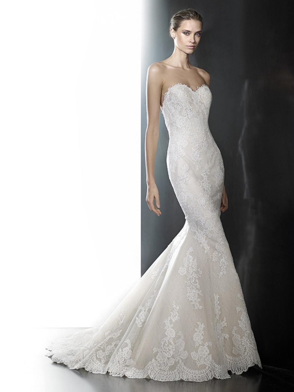 Photo via Pronovias.