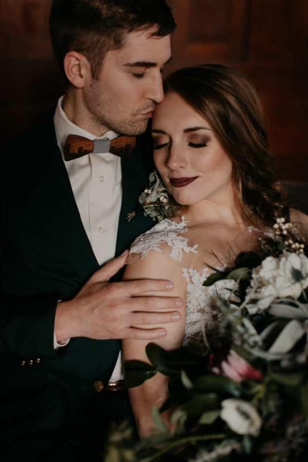 moody-modern-nashville-wedding-inspiration-at-riverwood-mansion-48-600x900.jpg