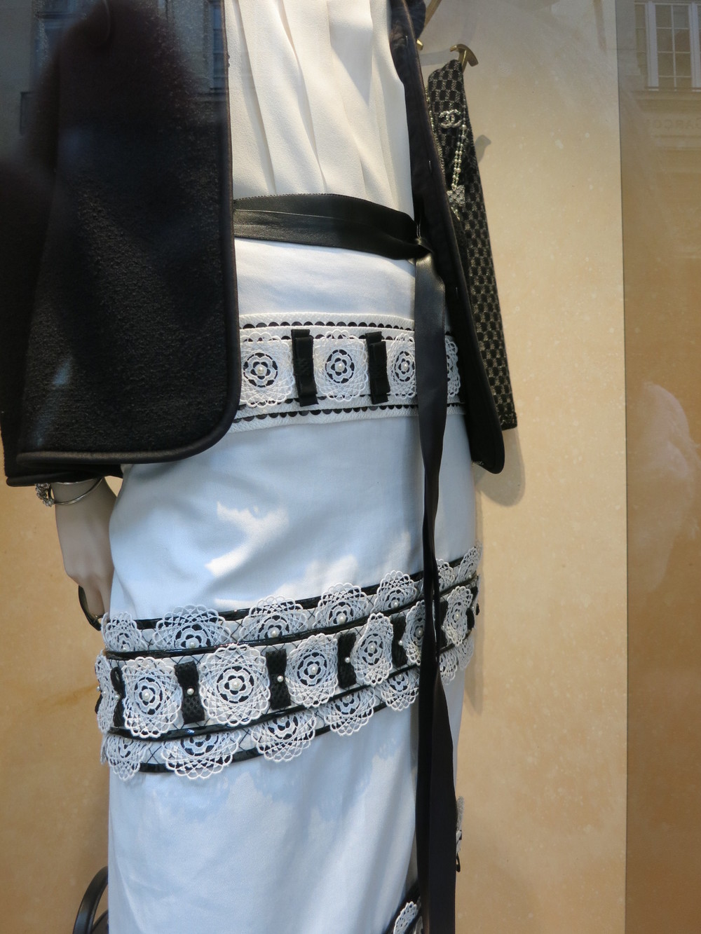 Coco Chanel 31 rue Cambord, Paris. A beautiful ensemble from a 2015 Chanel collection.