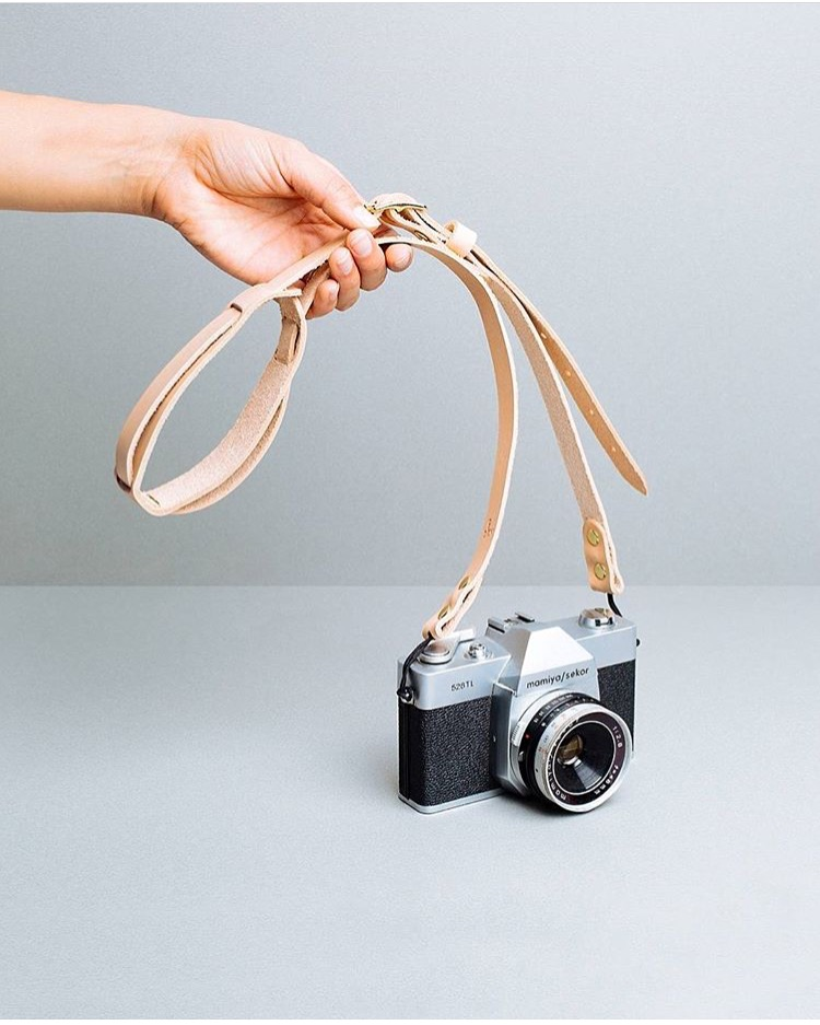 CLICK TO SHOP THE DEAKIN CAMERA STRAP FOR POKETO AT POKETO.COM