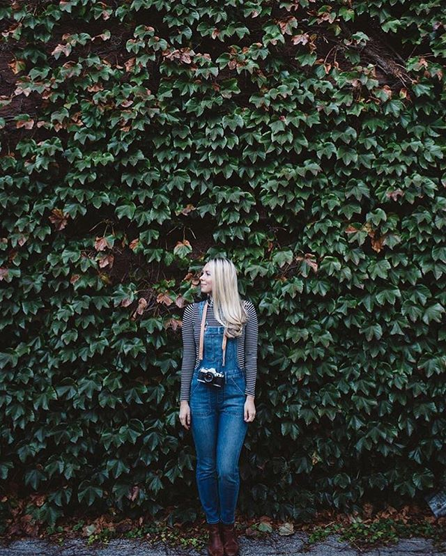 When incredibly talented pro photographers rock your strap. 🌚🌿 Thank you so much for sharing this, Jenny! 📷: @jennyaconnors - ‼️ PS ‼️ I'm still cranking out $20 hand straps today (see previous post) so please message me if you'd like one. 📷 - - #photography #deakinhandmade #losangeles #madeinlosangeles #handmade #leathergoods #hermannoak #vegtan #cameradtrap #canon #nikon #fujifilm #leica #sonya6000 #sony #shootfilm #makeportraits #picoftheday #menswear #edc #everydaycarry