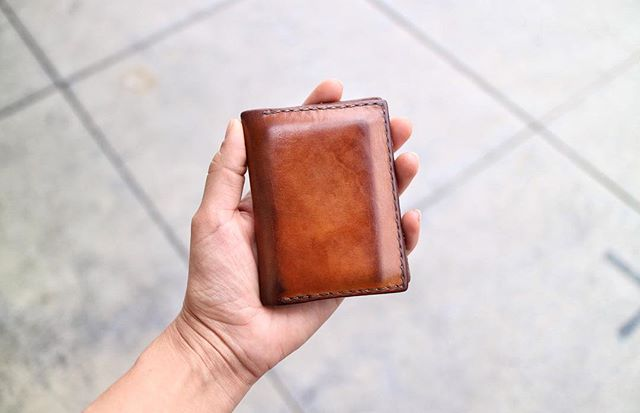 Seeing this Radley wallet in natural veg tan made my day! Check Stories to see what it looked like when it was brand new 💥 Thanks for sharing, @mrmichaelwright 🤸🏻‍♂️