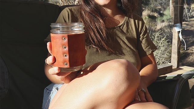 look at the incredible wear on this natural tan Deakin mug at @dstrct's cabin! ✨😍
