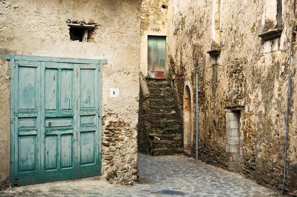 Stone-Courtyard,-San-Mauro.jpg