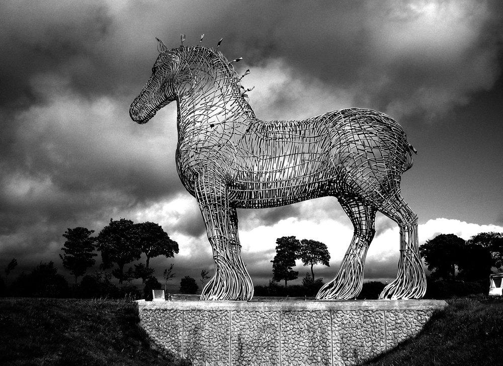 Hanneke-Scott---van-Wel---Andy-Scott_Heavy-Horse-photo-(c)-Sculptor-Andy-Scott.jpg