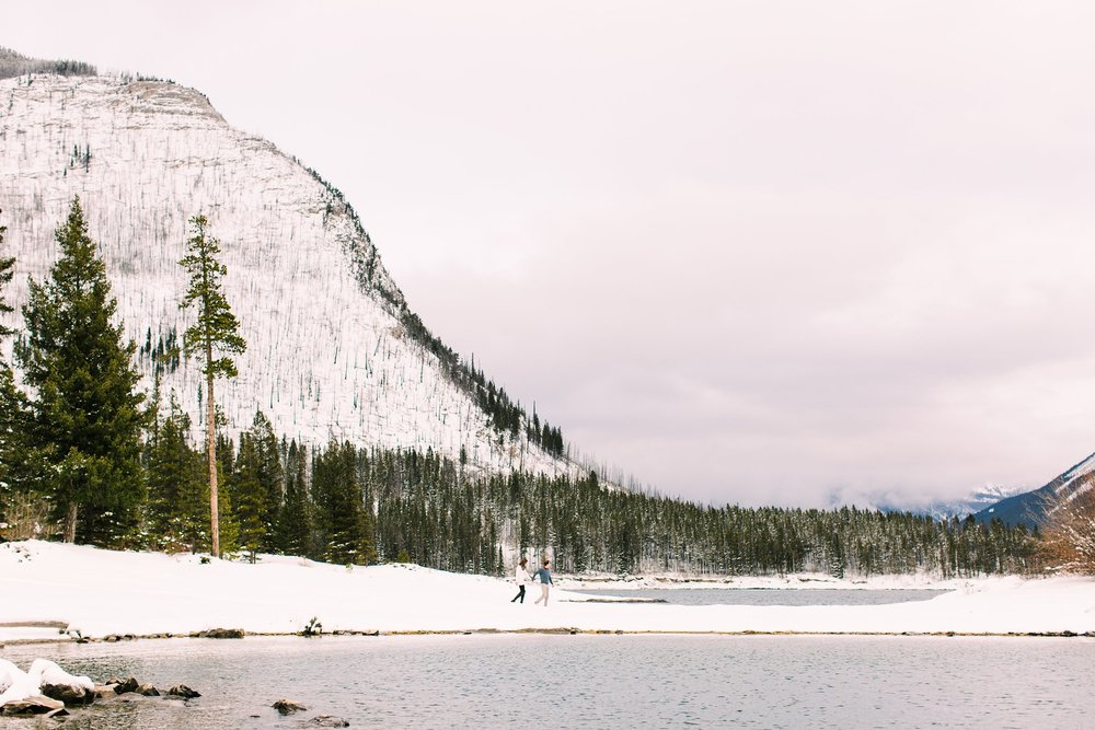 Lake Minnewanka Banff Engagement Calgary Wedding Photographer_0010.jpg