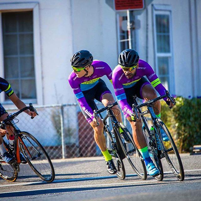 @sakdempa working for @stvttle at Sunday's Suisun Harbor Criterium! #📸: @acaurora • • • #6fifteencyclery #simonpettetthairdesign #thebikefitter #jakroo #donnerskiranch #kask #fizik #continentaltires #ncnca #cycling #ridelife #giantbicycles #propel #advancedSL #strive #ridgesupply