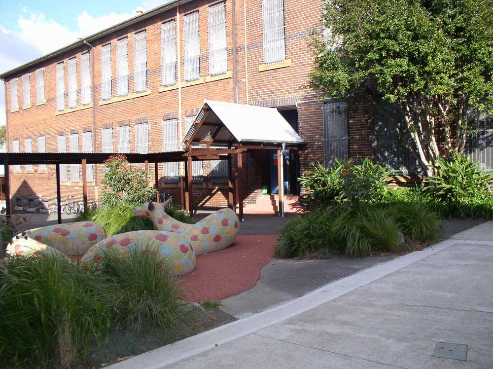 Erskineville Public School Walkway.JPG
