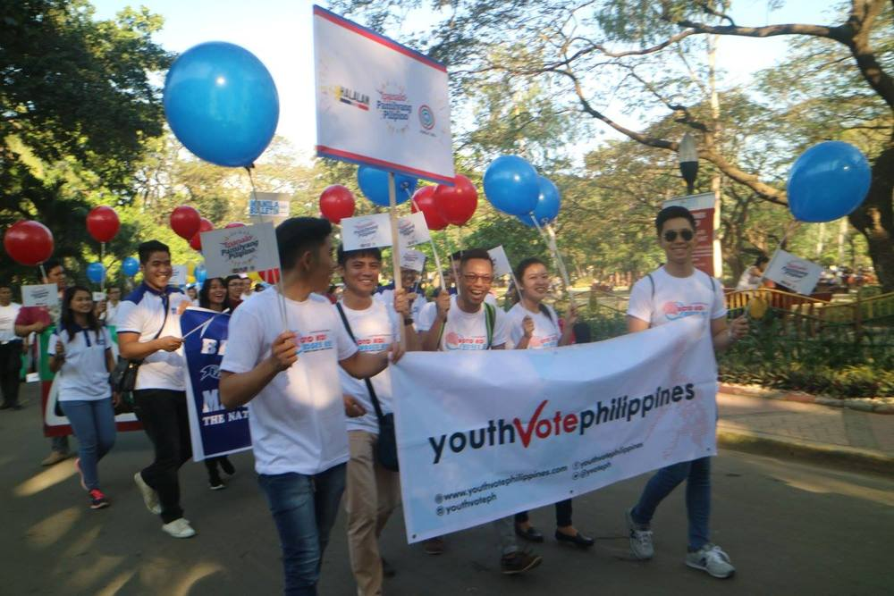 YOUTH VOTE PHILIPPINES AT THE QUEZON CITY MEMORIAL CIRCLE JOINING THE ABS-CBN HALALAN 2016 STATION ID AS ONE OF THE NETWORK'S OFFICIAL ELECTION PARTNERS SOURCE: youth vote philippines facebook page