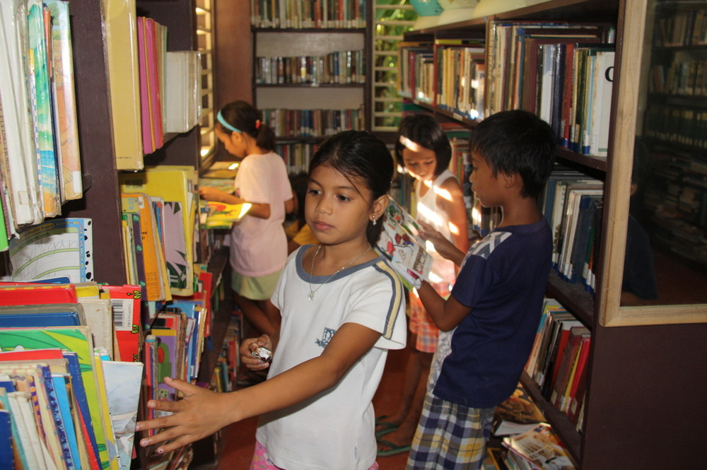 the children at kris library in zamboanga city source: krislibrary.com