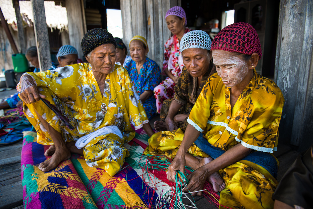 WOMEN OF TAWI-TAWI DO EXPERT WEAVING OF COLORFUL MATS SOURCE: KATUTUBOPROJECT.ORG