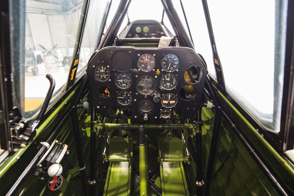 Yale-cockpit_3.jpg