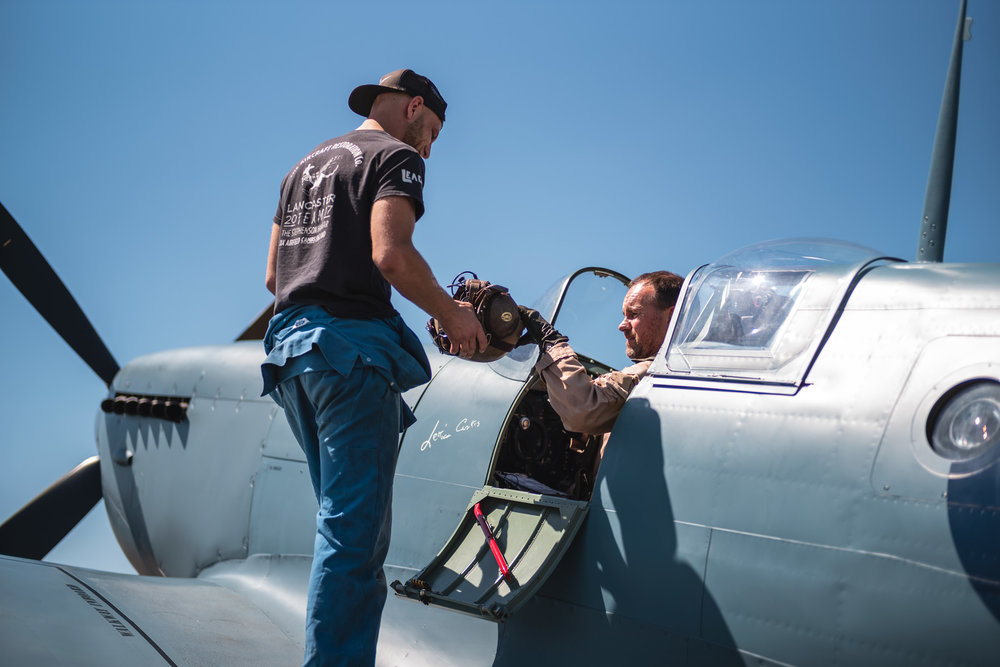 ARCo-Spitfire-PL983-Engineer-and-Pilot-gallery.jpg