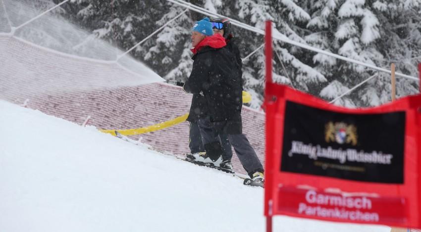 Snö och regn gjorde underlaget för dåligt i Garmisch så gs tävlingen blev avlyst