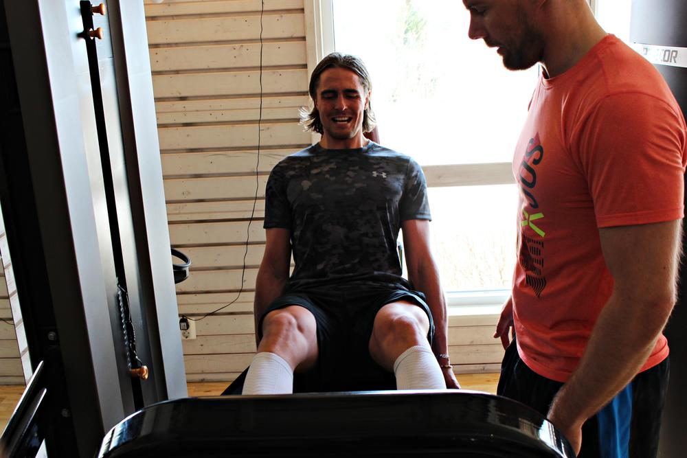 Vi fick slita hårt på gymmet jag och Gustav när vi hade vår nya fystränare Jonas Enqvist med oss på ett benpass.