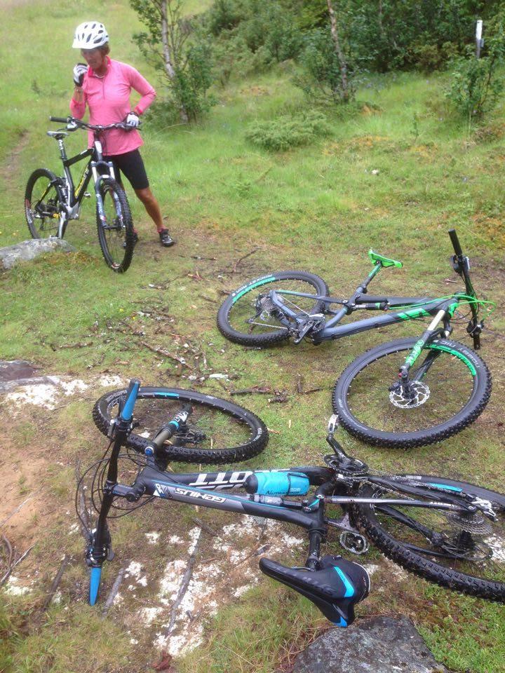 Cyklade en blöt runda till Bäverkroken