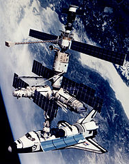 189px-Technical_rendition_of_STS-71_docked_to_Mir.jpg