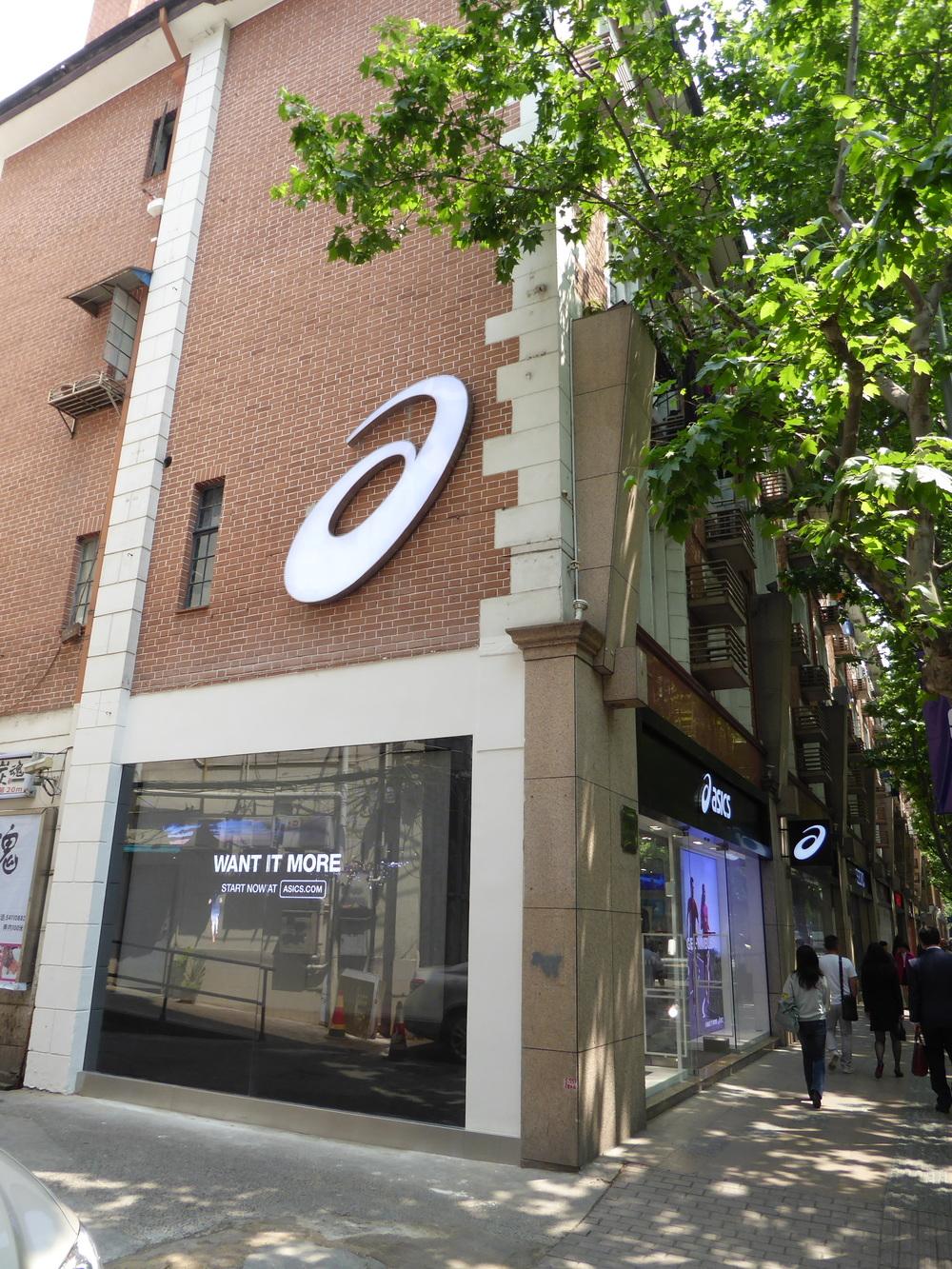 ASICS retail signage