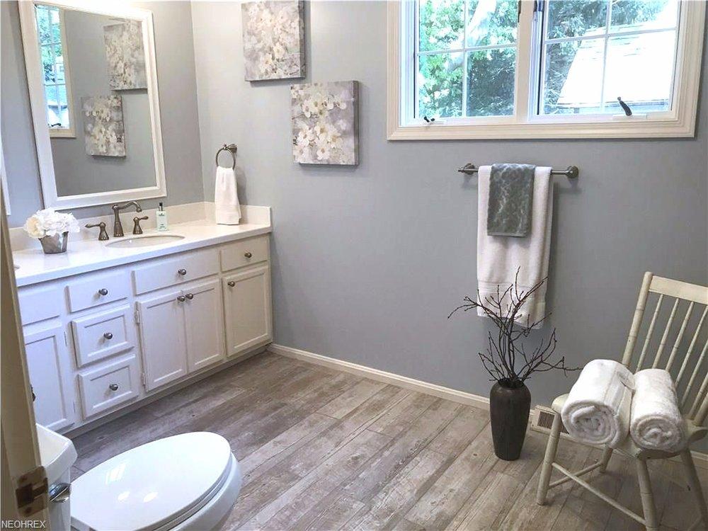 Home-Staging-Tips-Bathroom.jpg